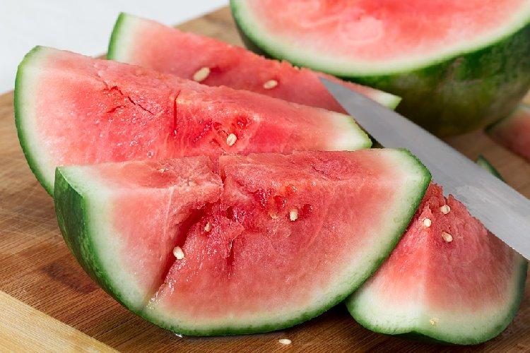 https://www.ragusanews.com//immagini_articoli/08-07-2019/la-dieta-per-l-estate-per-perdere-peso-e-favorire-labbronzatura-500.jpg