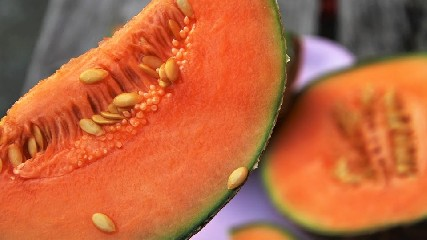https://www.ragusanews.com//immagini_articoli/08-07-2020/dieta-d-estate-dimagrire-col-melone-240.jpg