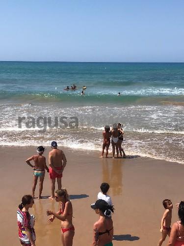 https://www.ragusanews.com//immagini_articoli/08-07-2020/due-salvati-da-annegamento-a-marina-di-modica-500.jpg