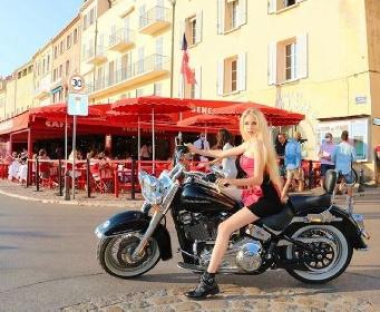 https://www.ragusanews.com//immagini_articoli/08-07-2021/maria-carolina-borbone-delle-due-sicilie-la-principessa-sulla-moto-foto-280.jpg