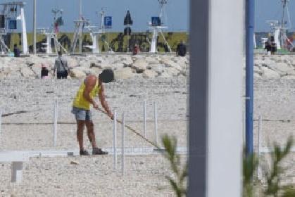 https://www.ragusanews.com//immagini_articoli/08-07-2021/marina-di-ragusa-lavoro-nero-chiuso-stabilimento-balneare-280.jpg