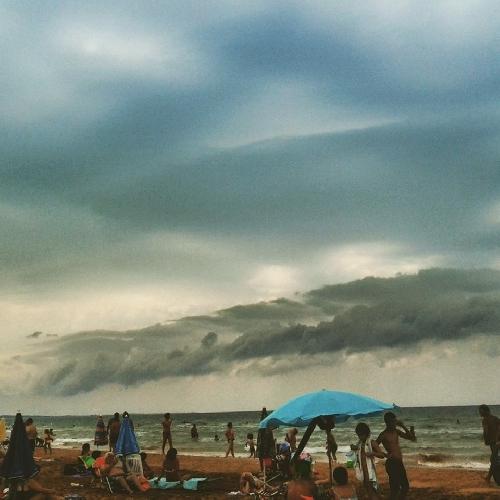 http://www.ragusanews.com//immagini_articoli/08-08-2015/piove-marina-di-modica-e-sampieri-senza-acqua-500.jpg