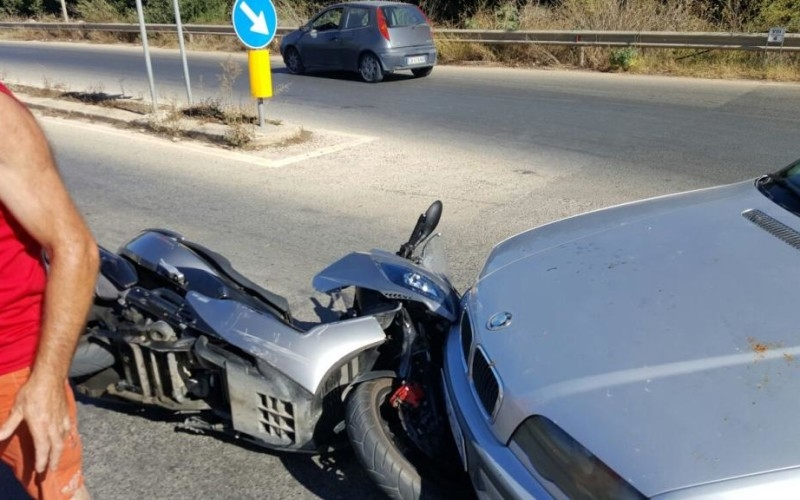 http://www.ragusanews.com//immagini_articoli/08-08-2016/incidente-a-playa-grande-scontro-auto-moto-500.jpg