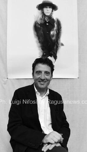 https://www.ragusanews.com//immagini_articoli/08-08-2017/buttafuoco-scicli-potenza-bellissimo-libro-damore-500.jpg