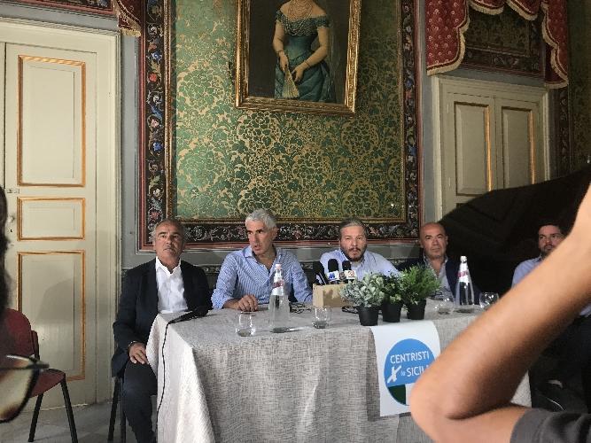 http://www.ragusanews.com//immagini_articoli/08-08-2017/casini-sono-scicli-aprire-campagna-elettorale-orazio-ragusa-500.jpg