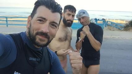 http://www.ragusanews.com//immagini_articoli/08-08-2017/vittoriesi-occhipinti-tidona-attraversano-nuoto-stretto-messina-240.jpg