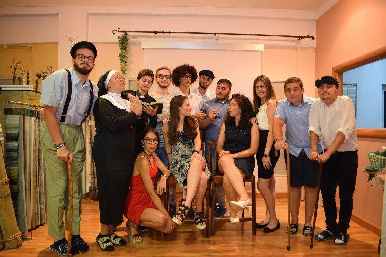 https://www.ragusanews.com//immagini_articoli/08-08-2018/dolce-commedia-scicli-agosto-500.jpg