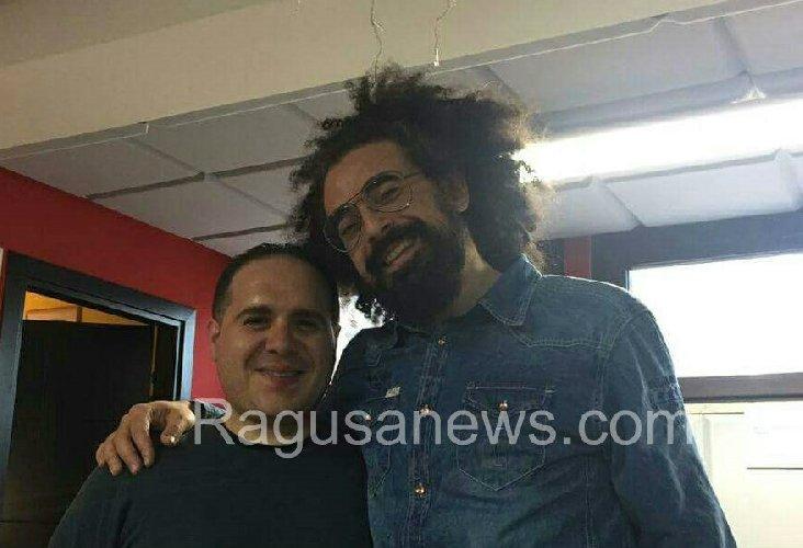 https://www.ragusanews.com//immagini_articoli/08-08-2018/giovanni-nicosia-trombettista-comisano-suonera-concerto-caparezza-500.jpg