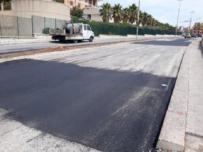 https://www.ragusanews.com//immagini_articoli/08-08-2018/modica-asfalto-aldo-moro-500.jpg