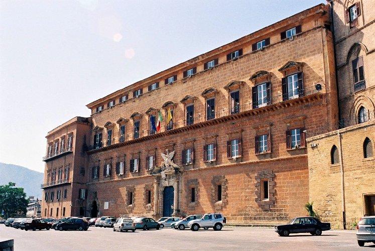 https://www.ragusanews.com//immagini_articoli/08-08-2018/regione-siciliana-palio-posti-lavoro-500.jpg