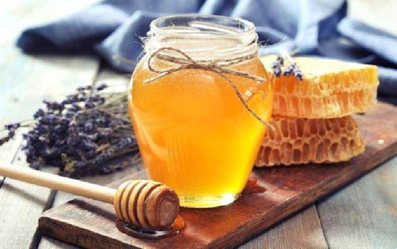 https://www.ragusanews.com//immagini_articoli/08-08-2018/troppo-caldo-crolla-produzione-miele-italiano-500.jpg