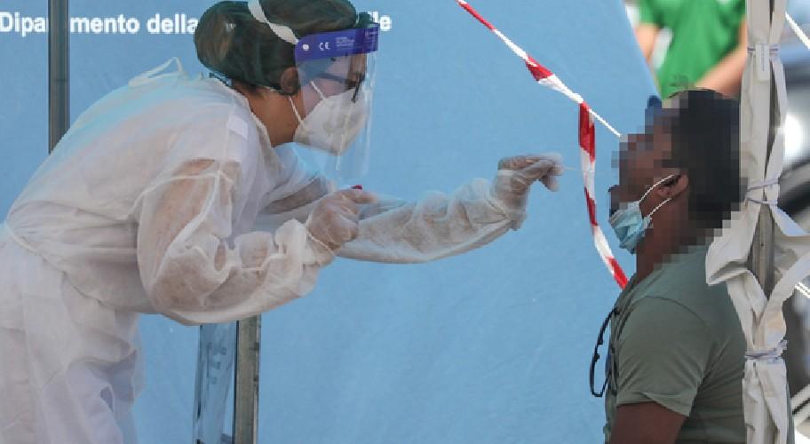 https://www.ragusanews.com//immagini_articoli/08-08-2020/covid-28-nuovi-casi-in-sicilia-500.jpg