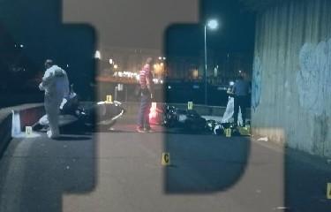 https://www.ragusanews.com//immagini_articoli/08-08-2020/sparatoria-due-morti-e-due-feriti-a-catania-240.jpg
