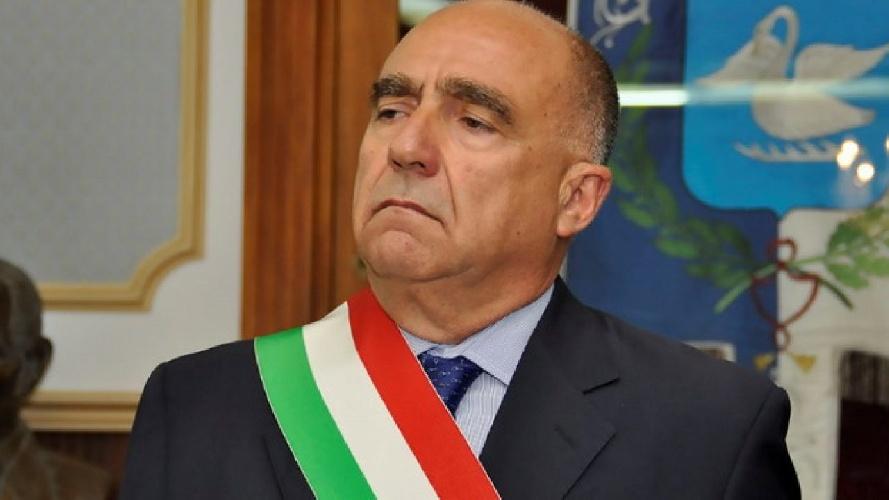 https://www.ragusanews.com//immagini_articoli/08-08-2021/il-sindaco-giovanni-barone-e-risultato-positivo-al-test-covid-500.jpg