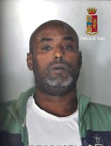 http://www.ragusanews.com//immagini_articoli/08-09-2015/arrestato-latitante-somalo-500.jpg