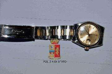 http://www.ragusanews.com//immagini_articoli/08-09-2017/comiso-ritrovata-merce-rubata-pure-rolex-mila-euro-240.jpg