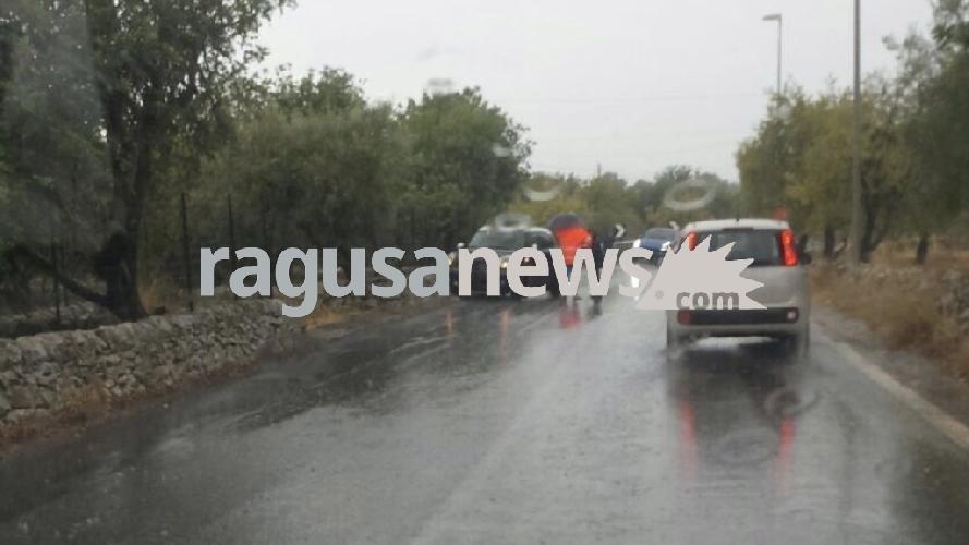 http://www.ragusanews.com//immagini_articoli/08-09-2017/incidente-spana-quattro-auto-coinvolte-500.jpg