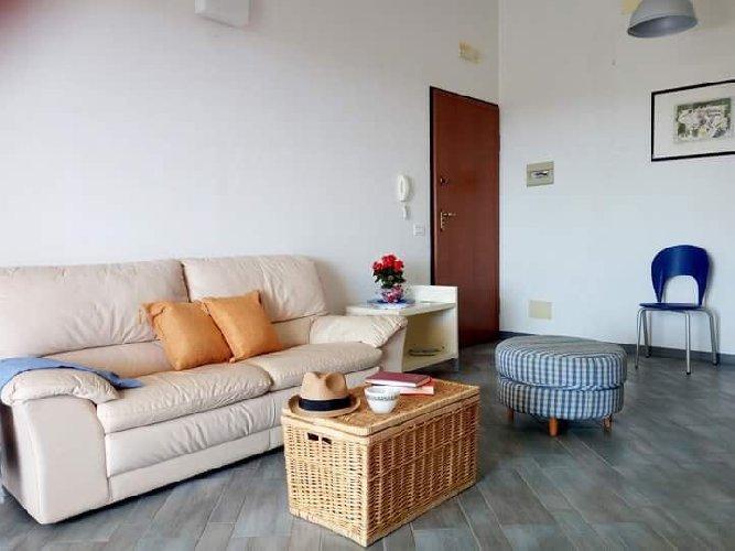 https://www.ragusanews.com//immagini_articoli/08-09-2018/1536410269-attico-affitto-donnalucata-2-500.jpg