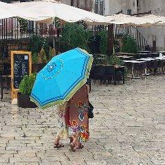 https://www.ragusanews.com//immagini_articoli/08-09-2019/1567974837-meteo-in-sicilia-ombrellone-all-ombrello-in-pochi-giorni-1-240.jpg