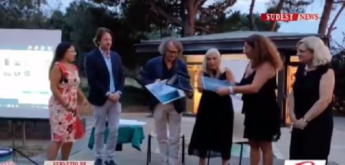https://www.ragusanews.com//immagini_articoli/08-09-2019/comunicare-l-antico-il-premio-a-luigi-nifosi-video-240.png
