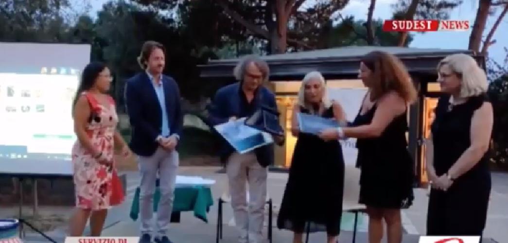 https://www.ragusanews.com//immagini_articoli/08-09-2019/comunicare-l-antico-il-premio-a-luigi-nifosi-video-500.png