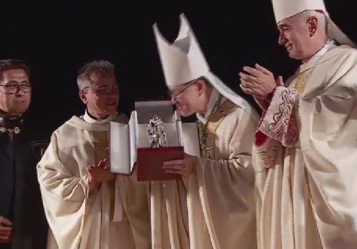 https://www.ragusanews.com//immagini_articoli/08-09-2019/il-cardinale-di-manila-a-pozzallo-segno-di-la-pira-500.png