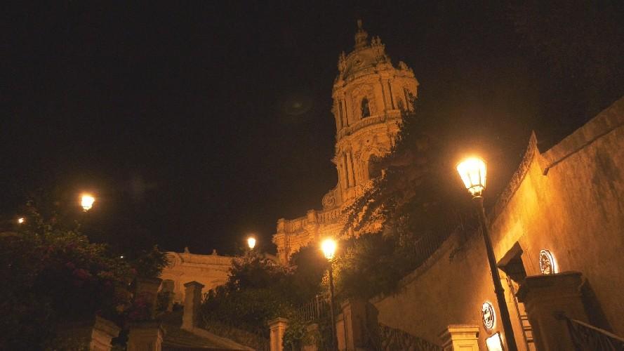 https://www.ragusanews.com//immagini_articoli/08-09-2020/illuminazione-a-modica-sindaco-a-breve-tutto-a-luce-calda-500.jpg