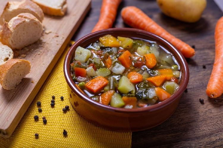 https://www.ragusanews.com//immagini_articoli/08-09-2020/la-dieta-del-minestrone-500.jpg