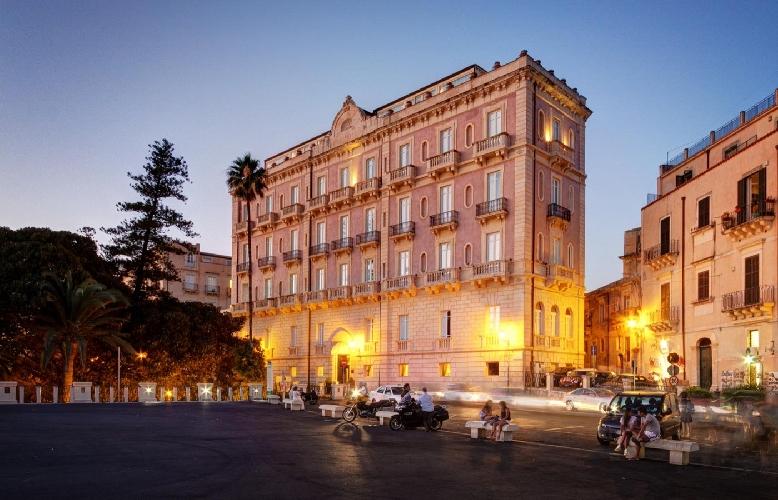 https://www.ragusanews.com//immagini_articoli/08-10-2015/amore-con-24-milioni-ti-compro-un-albergo-500.jpg
