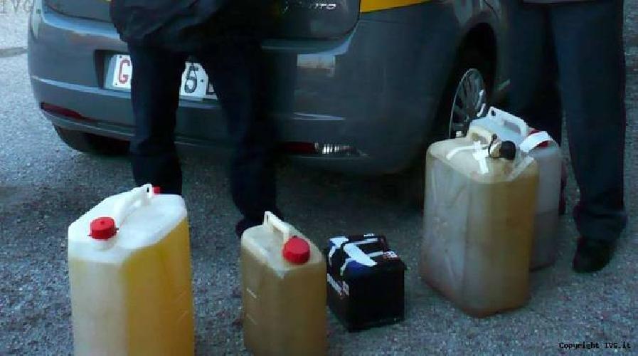 https://www.ragusanews.com//immagini_articoli/08-10-2015/furto-di-carburante-al-distributore-di-via-colombo-500.jpg