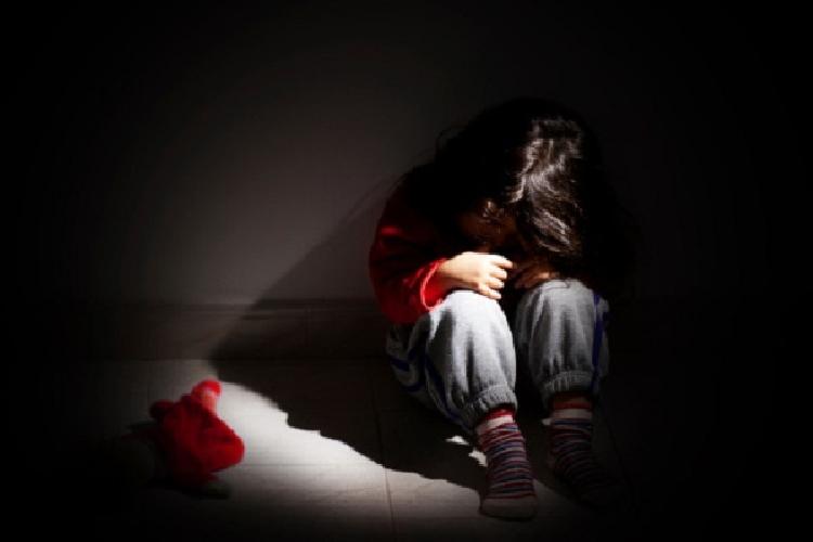 http://www.ragusanews.com//immagini_articoli/08-10-2015/violenza-su-figlia-adottiva-8-anni-a-patrigno-500.jpg
