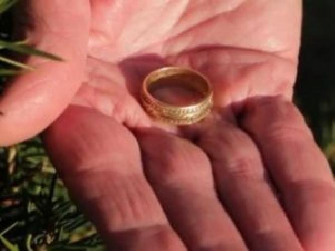 https://www.ragusanews.com//immagini_articoli/08-10-2017/sposa-perde-fede-tombino-recuperata-500.jpg
