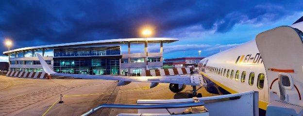 https://www.ragusanews.com//immagini_articoli/08-10-2018/aeroporto-comiso-offerte-rotte-240.jpg