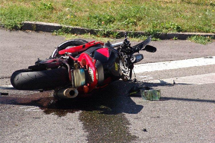 https://www.ragusanews.com//immagini_articoli/08-10-2018/incidente-moto-muore-42enne-500.jpg