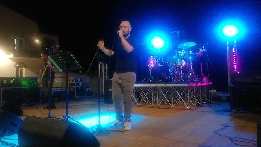 https://www.ragusanews.com//immagini_articoli/08-10-2019/al-teatro-garibaldi-il-concerto-di-mario-d-alio-madama-band-500.jpg