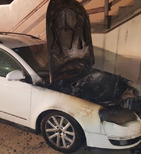https://www.ragusanews.com//immagini_articoli/08-10-2019/prende-a-fuoco-un-auto-per-un-guasto-vicino-al-passaggio-a-livello-500.jpg