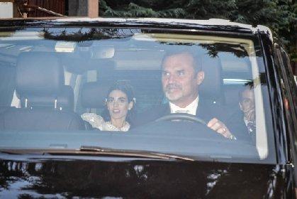 https://www.ragusanews.com//immagini_articoli/08-10-2020/berlusconi-fumagalli-matrimonio-super-blindato-280.jpg