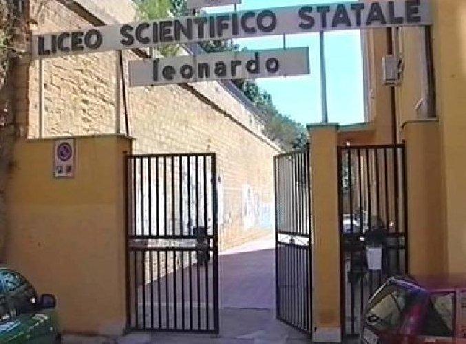 https://www.ragusanews.com//immagini_articoli/08-10-2020/positivo-studente-del-liceo-leonardo-classe-in-quarantena-500.jpg
