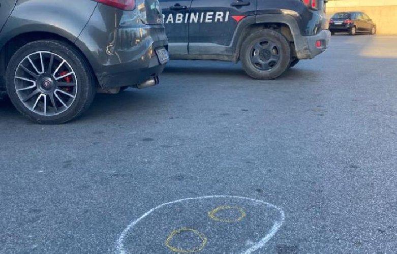 https://www.ragusanews.com//immagini_articoli/08-10-2020/spara-davanti-ai-carabinieri-all-uomo-che-ha-sfregiato-la-sorella-500.jpg