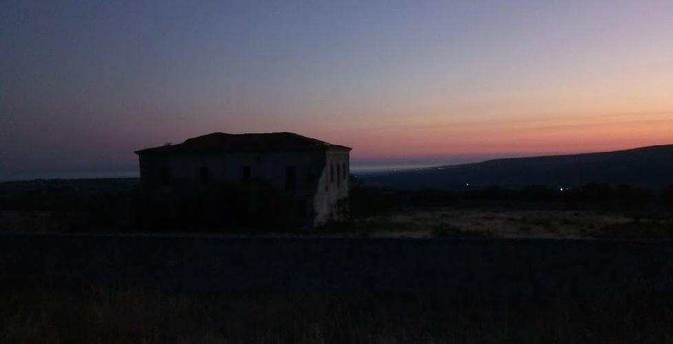 https://www.ragusanews.com//immagini_articoli/08-10-2021/i-segreti-della-casina-russa-su-google-e-casa-stregata-in-italia-500.jpg