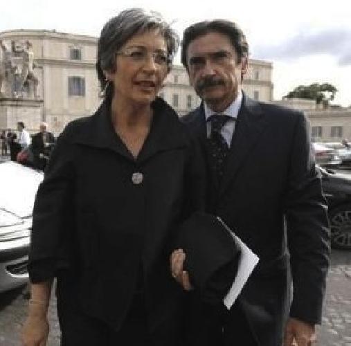 https://www.ragusanews.com//immagini_articoli/08-11-2012/indagini-su-marito-della-finocchiaro-2-sciclitani-coinvolti-1-prosciolta-500.jpg