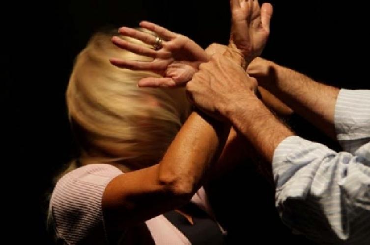 http://www.ragusanews.com//immagini_articoli/08-11-2014/romeno-denunciato-per-maltrattamenti-nei-confronti-della-convivente-500.jpg