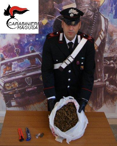 https://www.ragusanews.com//immagini_articoli/08-11-2018/droga-arrestato-operaio-29enne-incensurato-500.jpg