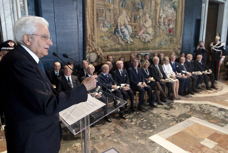 https://www.ragusanews.com//immagini_articoli/08-11-2018/mattarella-insignisce-giovanni-licitra-cavaliere-lavoro-500.jpg