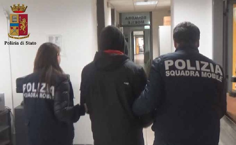 https://www.ragusanews.com//immagini_articoli/08-11-2018/polizia-arresta-senegalese-resistenza-pubblico-ufficiale-500.jpg