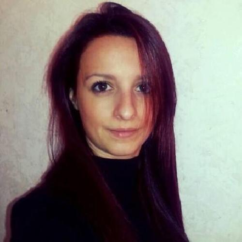 https://www.ragusanews.com//immagini_articoli/08-12-2014/veronica-papa-scoperto-a-14-anni-volto-da-madonna-della-mamma-ragazzina-500.jpg