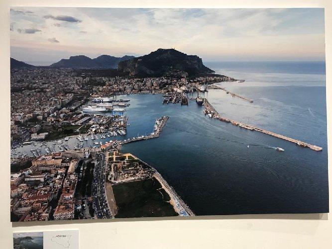 https://www.ragusanews.com//immagini_articoli/08-12-2018/forma-nascosta-sicilia-isola-vista-foto-nifosi-500.jpg