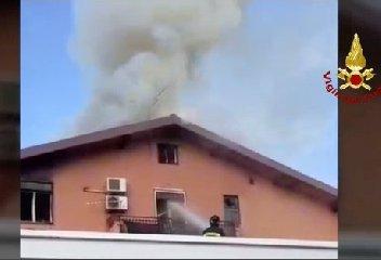https://www.ragusanews.com//immagini_articoli/08-12-2019/casa-in-fiamme-ragazza-di-21-anni-in-fin-di-vita-240.jpg