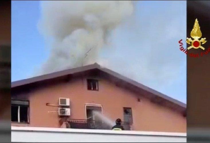 https://www.ragusanews.com//immagini_articoli/08-12-2019/casa-in-fiamme-ragazza-di-21-anni-in-fin-di-vita-500.jpg