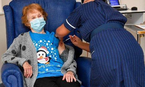 https://www.ragusanews.com//immagini_articoli/08-12-2020/covid-prima-persona-al-mondo-vaccinata-con-il-siero-pfizer-280.jpg